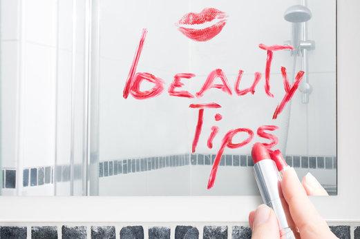 איך להיראות ולהרגיש זוהרת בגיל המעבר: 5 עצות מובילות איך להיראות יפה לאורך כל היום